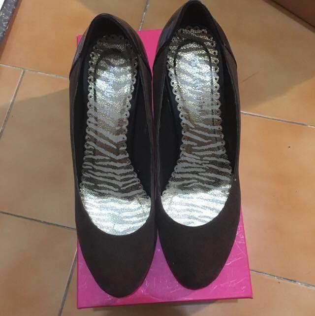 全新。咖啡色 楔型鞋 全新37號