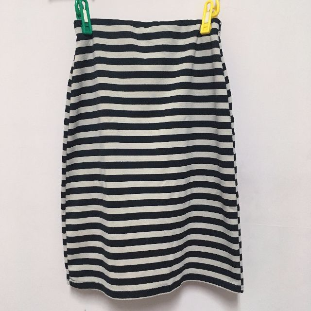 黑白 線條 彈性膝上窄裙
