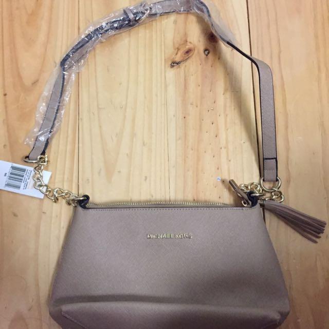 Elegant Michael Kors Cross body Bag