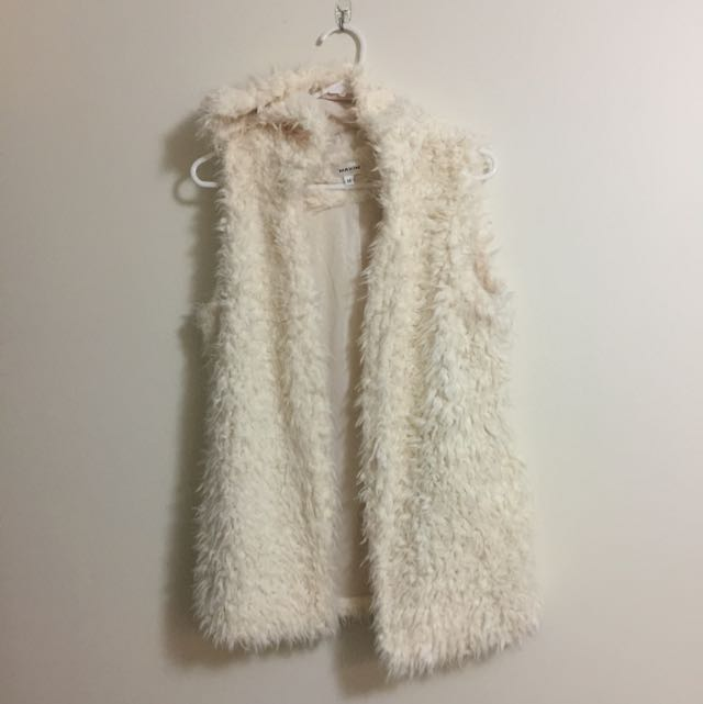 FLUFFY WHITE/CREAM HOODED VEST