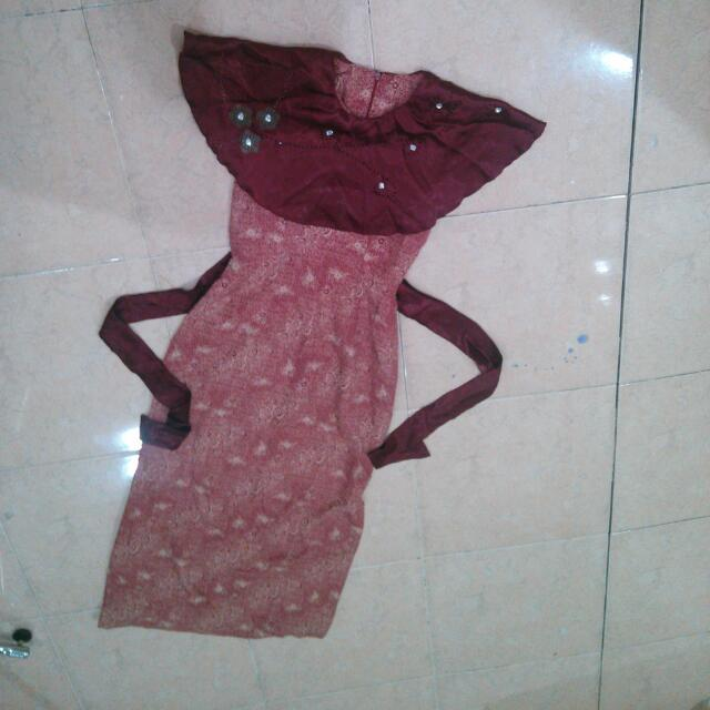 Long Dress Batik Tali Belakang Panjang Kerah Cape Ada Hiasan Payet Mewah S