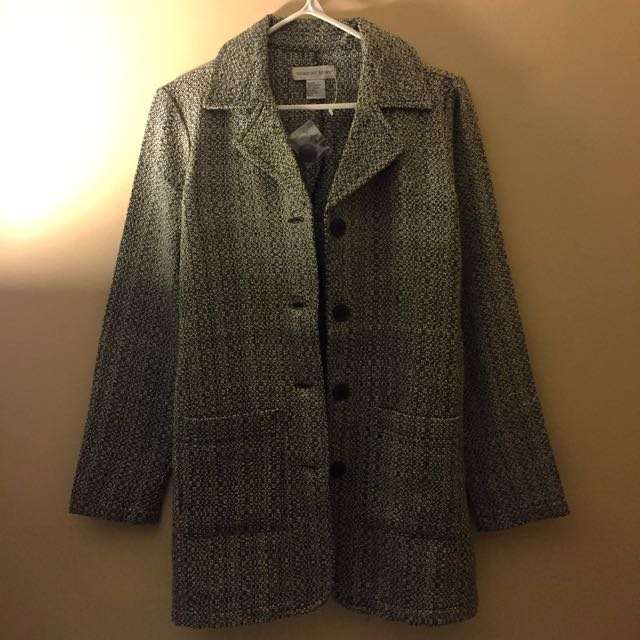 BRAND NEW Coat Size 6/SMALL