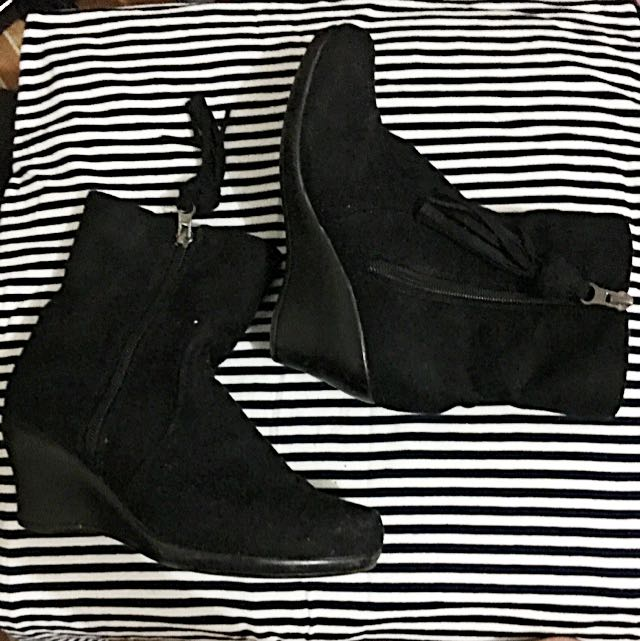 Ollie Kid's Boots (Black) with Details