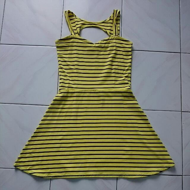 Yellow Dress (Meet Up Only)