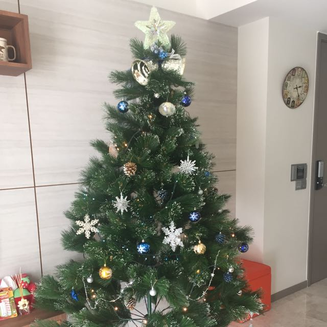 Tall Christmas Tree Decorating Ideas.Reserved Tall Christmas Tree With Decoration Items