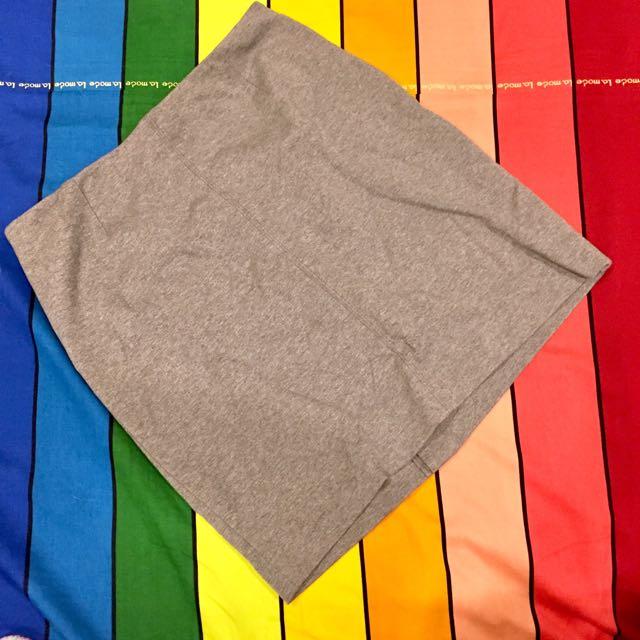 Uniqlo灰色窄裙(價格含運)