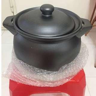 Brand New U-Like Claypot comes with box