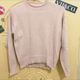淡粉色捲邊領毛衣