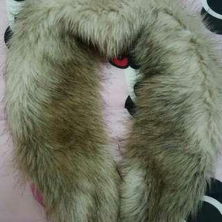 H&M 毛毛頸巾