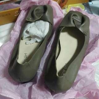 真皮 可可灰低跟楔型鞋 全新