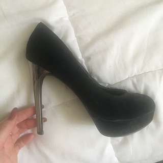 Size 8 Good Condition
