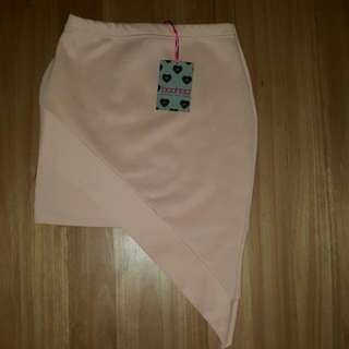 New Boohoo Asymmetrical Skirt  Size UK 10 Selling because doesnt fit