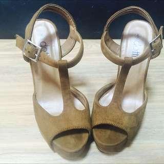 Women's Tan Suede Pumps Heels Sz 6
