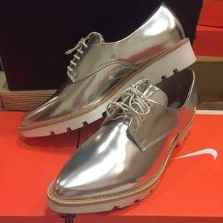 銀色 尖頭 牛津鞋