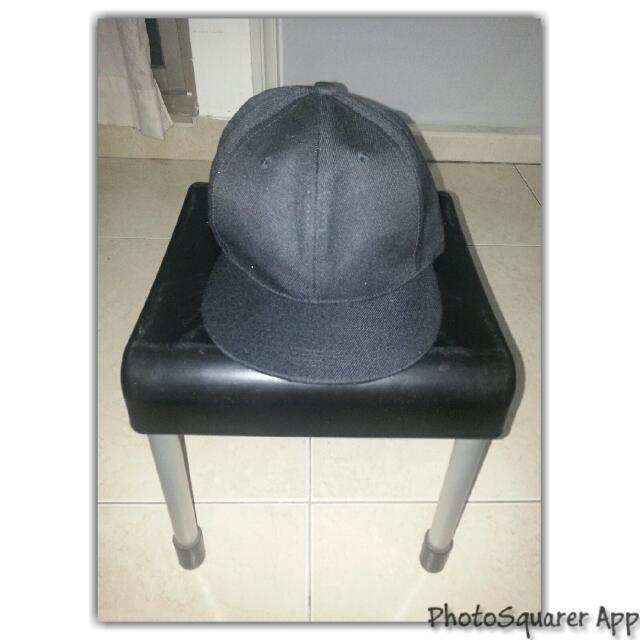 黑色素面棒球帽