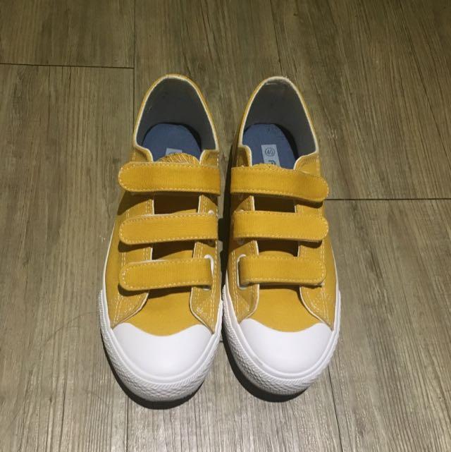 芥末黃魔鬼氈帆布鞋