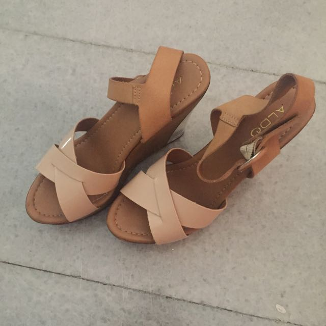 ALDO cream & wood wedges