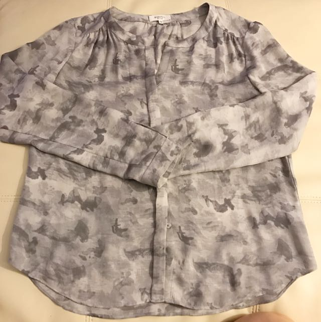 *Price Drop* Aritzia | Babaton Silk Blouse