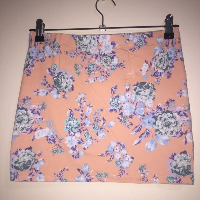 Fitted Floral Skirt (size s)