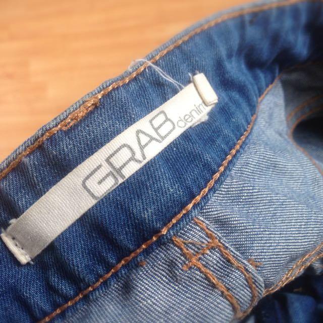 GRAB Size 7 Mid-Rise skinny Blue Jeans