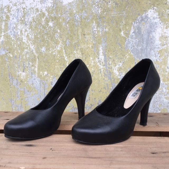 heels hitam / heels handmade / pantofel hitam / pantofel wanita / sepatu wanita / sepatu cewek, Women's Fashion, Women's Shoes on Carousell