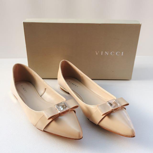 品牌Vincci質感尖頭平底鞋