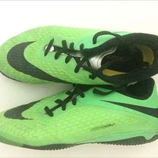 Nike Hypervenom Phloen Jr. with junior support