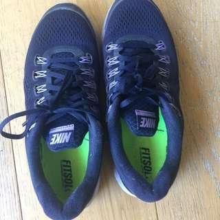 Women's Nike runners US Size 8
