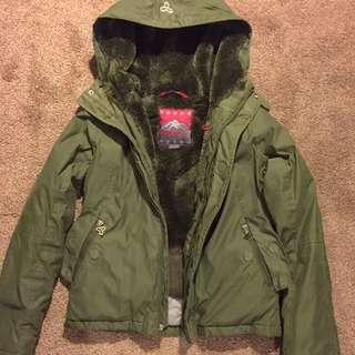 SALE Aritzia TNA Winter Jacket Size SMALL