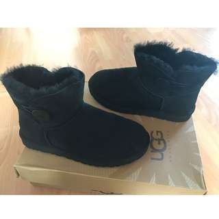 UGG Mini Bailey Button size 8