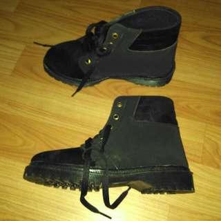 Mollinic boots Size 36 Ga Pernah Dipake