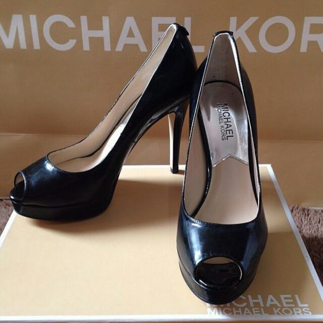 authentic michael kors black heels size 9
