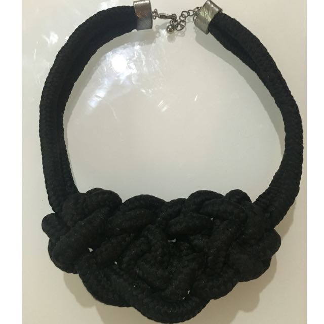 Black Fashionable Necklace