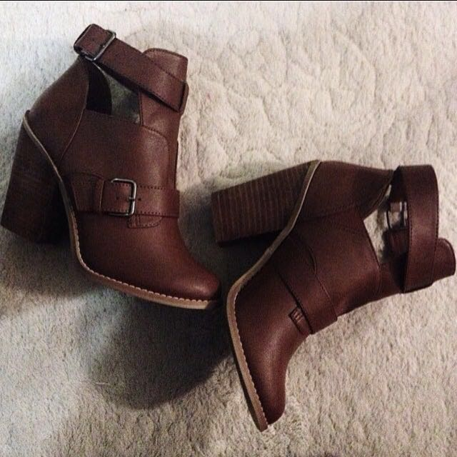 CALL IT SPRING BROWN ANKLE BOOTS Size 6