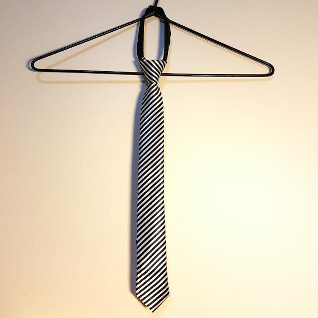 New Pre-tied Striped Tie