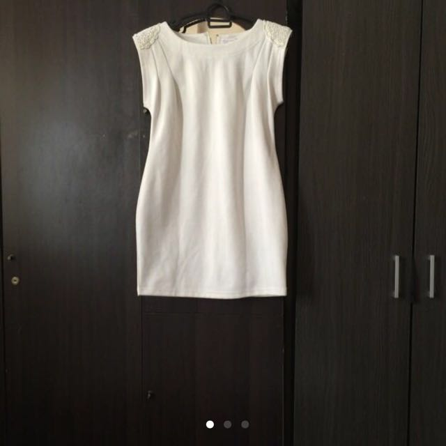 White Dress Labuci