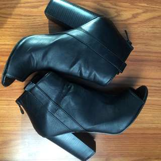 SiZe 7 Open toe booties