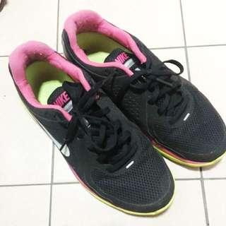 🚚 二手Nike 運動鞋 輕量含運