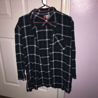 H&M PLAID BUTTON DOWN