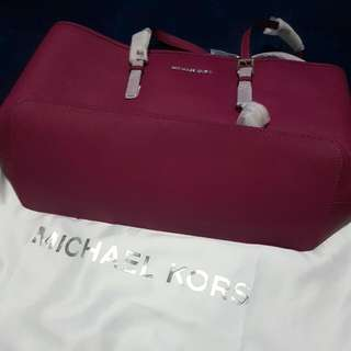 Auntentic Michael Kors