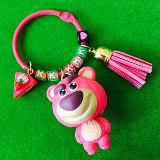 🎄聖誕限時優惠#客製-玩具總動員草莓熊/熊抱哥身體搖搖字母鑰匙圈