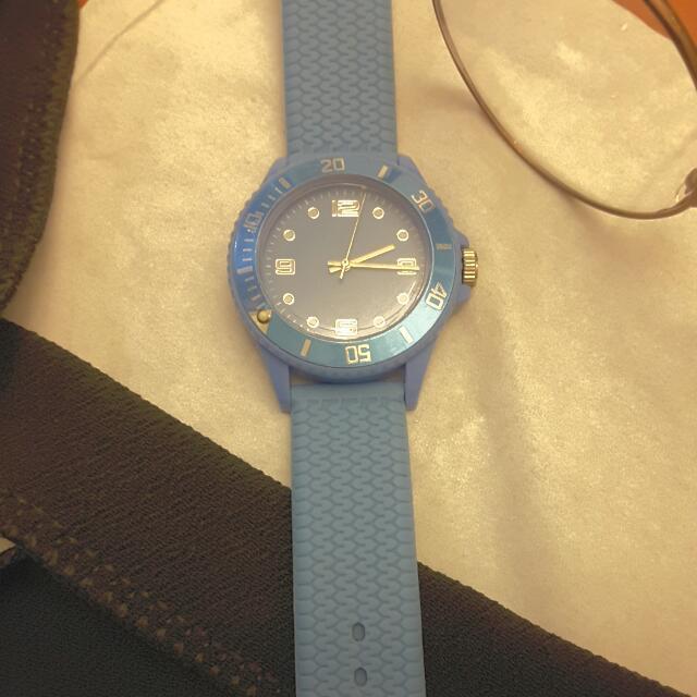 暗粉藍手錶