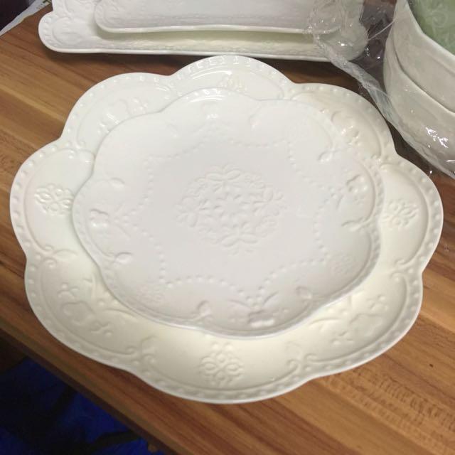 圓形暗花碗兩隻