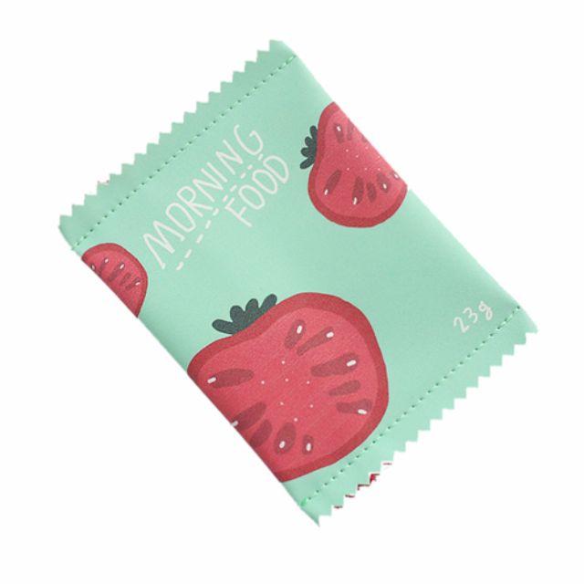 可愛必備。嘴饞零食造型拉鍊零錢包 / 小番茄款。現貨供應