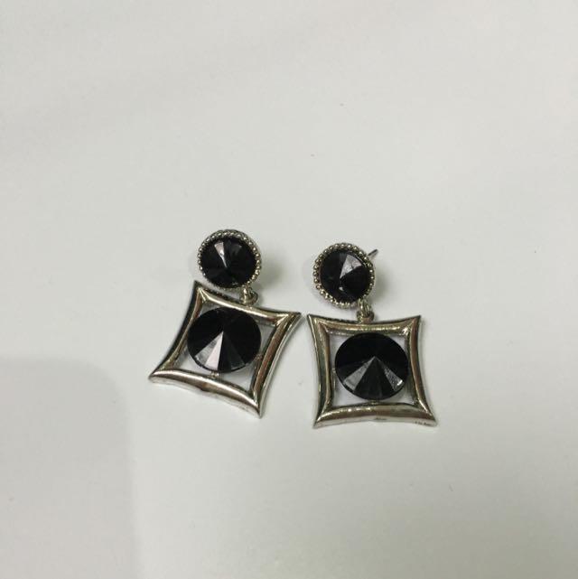 Korean Earings (Black Square)