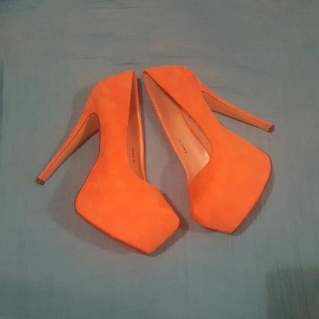 Ladies Brand New 7& Half Peach Suede Heels