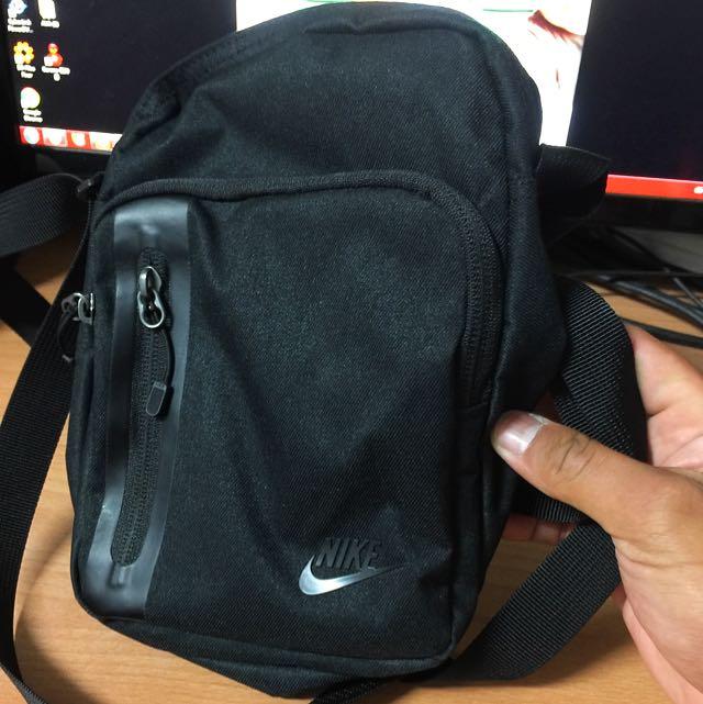 (接近全新)Nike斜背腰包