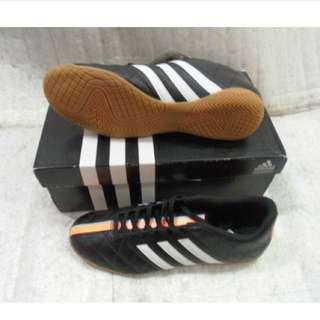 【足球福利社】ADIDAS 愛迪達 11 Questra IN -室內足球鞋 兒童足球鞋
