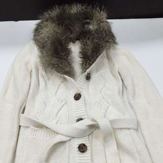 White cardigan With Belt And Fur