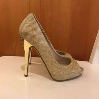 Golden Sparkly Heels Size 5